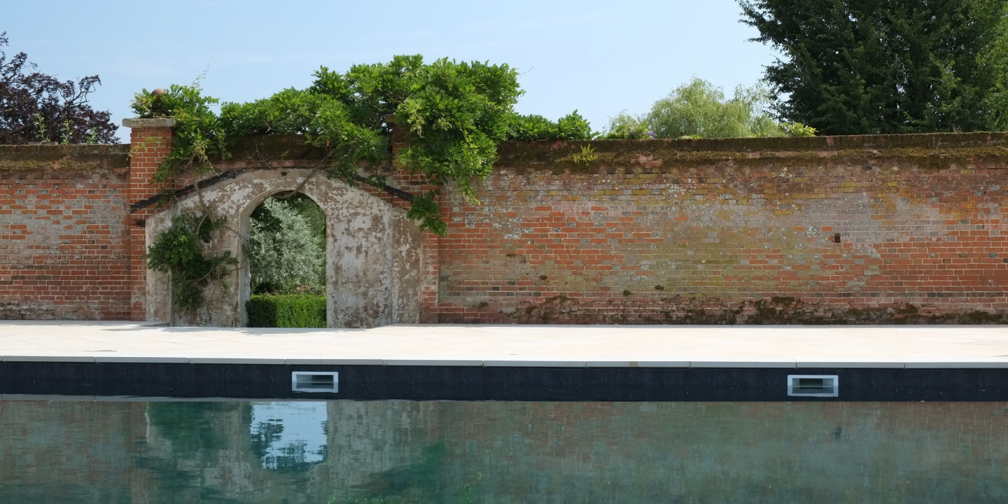 walled-garden-pool-fritton
